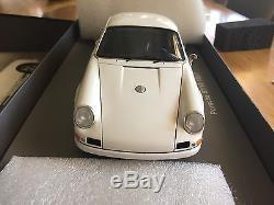1/18 PORSCHE 911 R 1967 White delivery SPARK