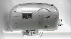 AIRSTREAM TRAILER Caravane Gris echelle 1/18 MOTOR CITY CLASSICS 91001 miniature