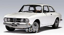 ALFA ROMEO 1750 GT Véloce 1967 Blanc AutoArt 1/18