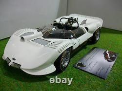 CHAPARRAL 2 street blanc echelle 1/18 fabr EXOTO voiture miniature de collection