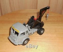 Camion Renault CIJ Faineant depanneuse Bourgey ref3.83 1964