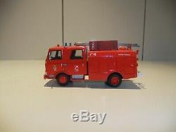 Camion de pompier unic kit mvi au 1.43 monté par prof état neuf