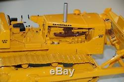 Caterpillar D9D with Bulldozer and cable control 1/25 First Gear # 49 0123 A