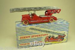 DINKY TOYS FRANCE. POMPIERS DELAHAYE. (dernière version) REF899 + boite