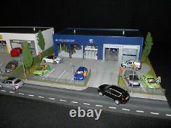 DIORAMA VEHICULES 1/43 GARAGE MODERNE PEUGEOT DIMENSIONS 61 X 55 X 14 cm