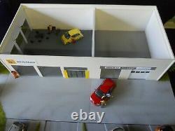 DIORAMA VEHICULES 1/43 GARAGE MODERNE RENAULT DIMENSIONS 60,5 X 55 X 14 cm