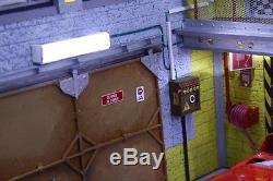 Diorama atelier garage Ferrari Scuderia 1/18 sans voiture car Eclairage LED