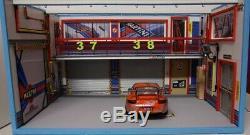 Diorama garage atelier BANC 1/18 Porsche martini SANS VOITURE éclairage LED