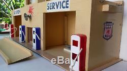 GRAND GARAGE MOBILOIL POUR DINKY, NOREV. BOIS DEPREUX Lg 60 X Ht 26 BON ÉTAT