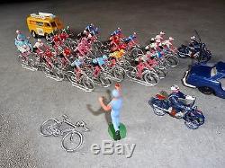Lot 27 Cyclistes Vehicules Motards Salza Tour De France Vélo Peugeot 404 Police