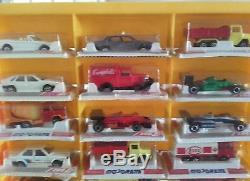 Lot d anciennes voitures Majorette avec partie de présentoir