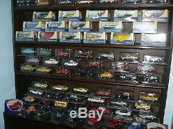 Lot de 92 voitures 1/43 Véhicules du monde