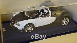 MR MRCBUG04C Bugatti Veyron Grand sport Vitesse noir carbone/ blanc 2012 1/18