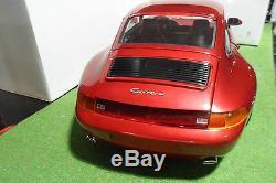 PORSCHE 911 993 CARRERA bordeaux monté 1/8 POCHER voiture miniature d collection