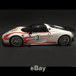 Porsche 918 Weissach Salzburg blanche / rouge 1/12 GT SPIRIT GT078