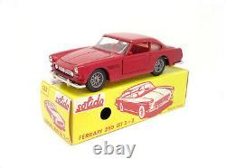 Solido Modèle n° 123 Ferrari 250 GT 2+2 de 1966 Rouge int rouge TRES RARE
