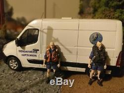 Vehicule plongeur de la gendarmerie avec 2 figurines plongeur 1/43