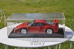 Vends superbe maquette FERRARI F40 éch. 1/8 de marque Pocher, avec vitrine