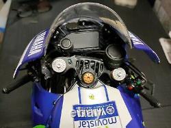 Yamaha Yzf M1 Valentino Rossi 1/4